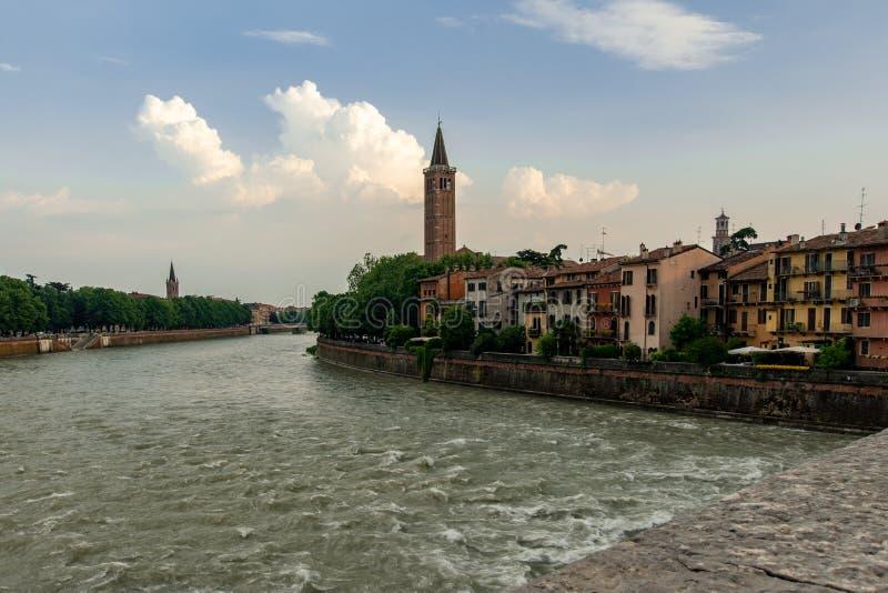 Verona från Ponten San Pietro arkivbilder