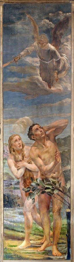 Verona - fresco de la expulsión de Adán y de Eva fotografía de archivo