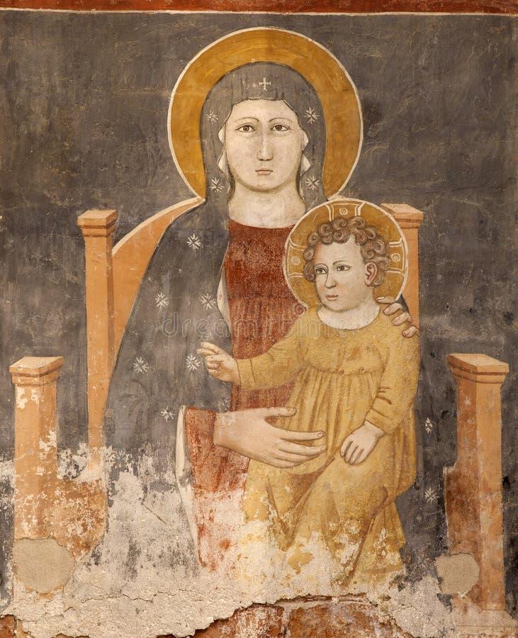 Verona - fresco de Madonna con el niño en la basílica San Zeno foto de archivo