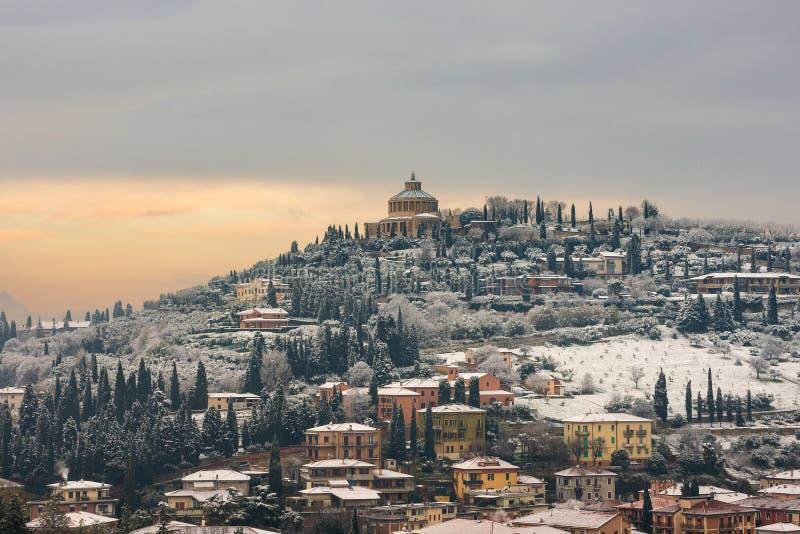Verona Hill con la neve - Veneto Italia fotografia stock