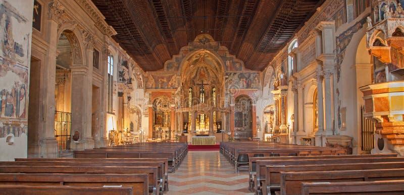 Verona - inre av kyrkliga San Fermo Maggiore royaltyfri foto