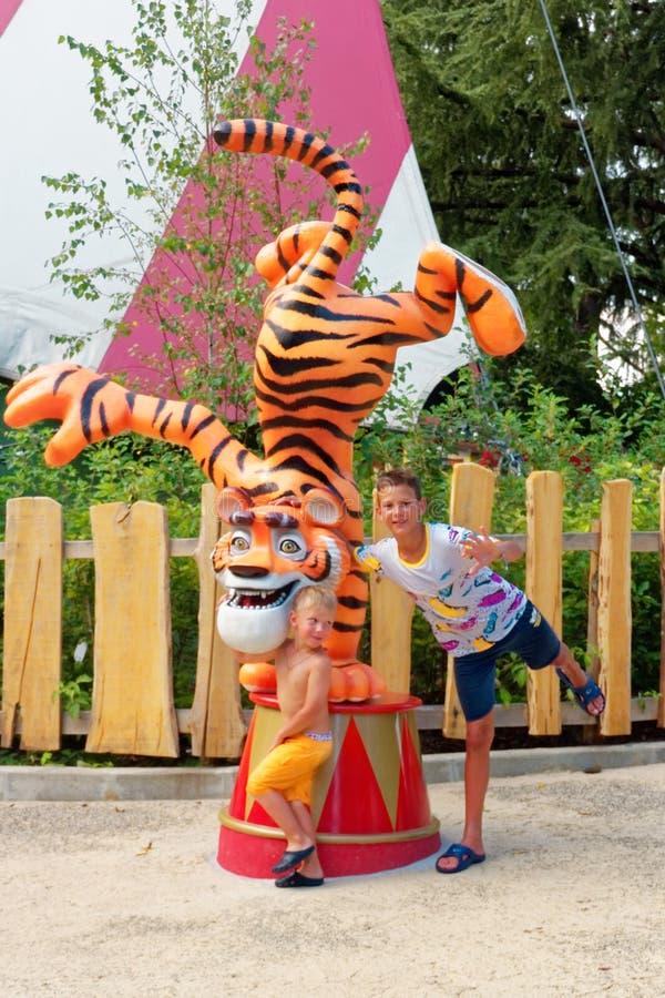 Verona, Itália 18 de agosto de 2018: Parque de diversões de Leoland atrações pequenas do jogo do ` s das crianças foto de stock