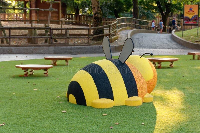 Verona, Itália 18 de agosto de 2018: Parque de diversões de Leoland atrações pequenas do jogo do ` s das crianças imagem de stock