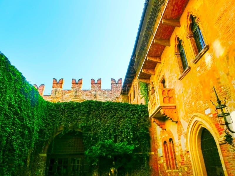 Verona, Itália - 22 de setembro de 2014: O balcão famoso de Juliet imagem de stock royalty free