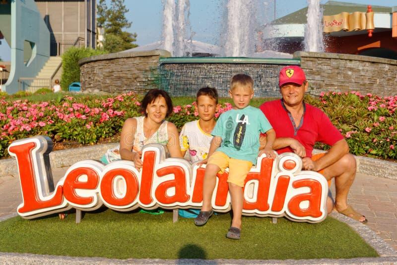 Verona, Italië 18 Augustus, 2018: Leolandpretpark familiefoto in leolandia royalty-vrije stock afbeelding