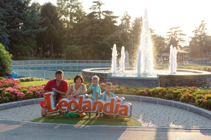 Verona, Italië 18 Augustus, 2018: Leolandpretpark familiefoto in leolandia stock afbeelding