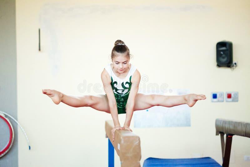 Verona, Italië - Augustus 24, 2017: Opleiding van kinderen in de gymnastieksectie stock foto