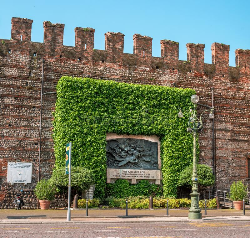Verona, Italië - 06 Mei 2018: Monument aan de Alpiene Pijlen Verleid in de mijnbouw van de Italianen, het Edelweiss royalty-vrije stock foto's