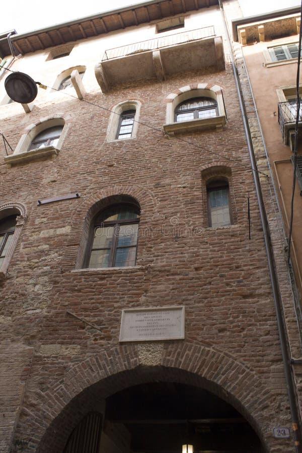 Verona, Italia Placca commemorativa fuori della Camera di Juliet fotografia stock