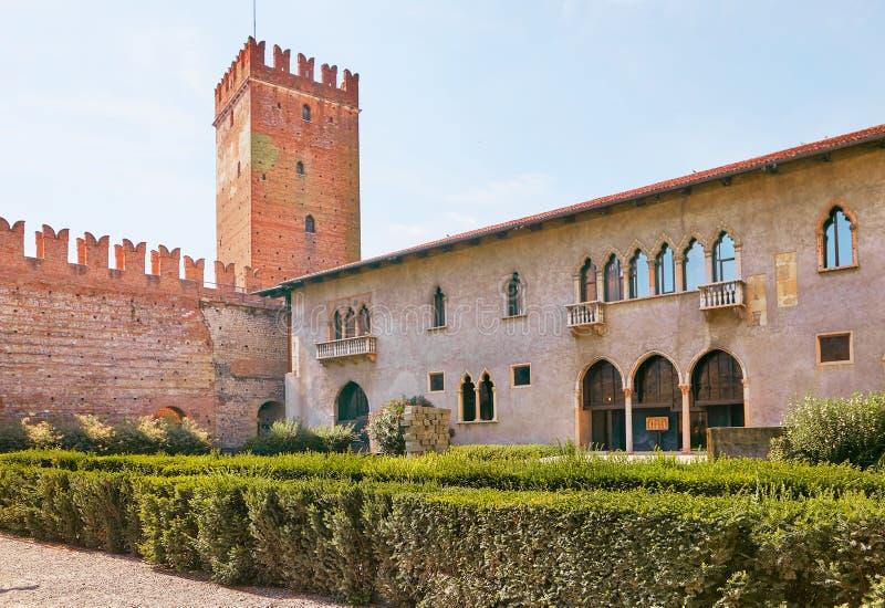 VERONA ITALIEN - AUGUSTI 17, 2017: Slott Castelvecchio, Verona royaltyfri bild