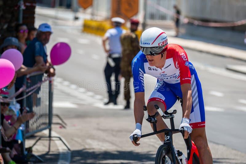 Verona, Italien, 2. Juni 2019: Profi-Radfahrer auf der Strecke der letzten Etappe des 'Giro D`Italia' stockfotografie