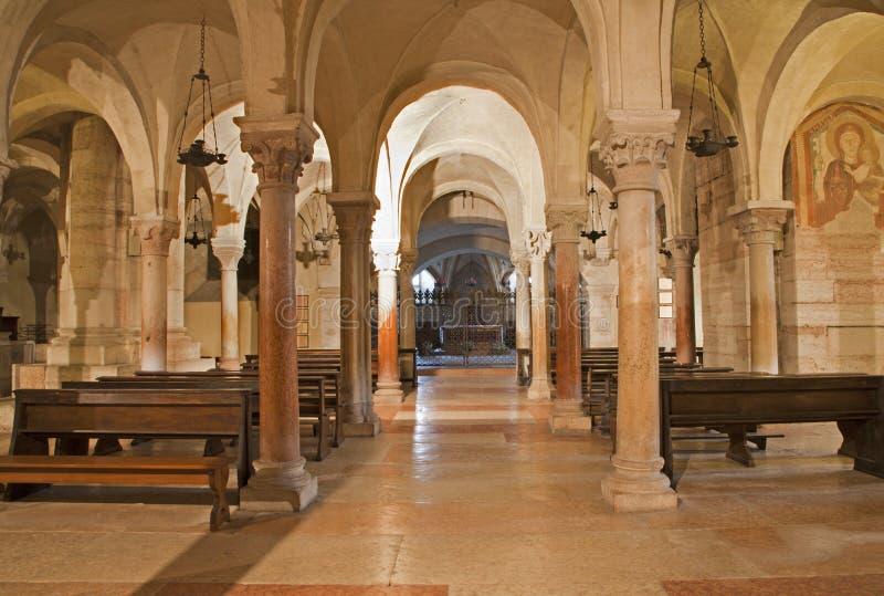 Verona - mais baixa igreja do romanesque na basílica San Zeno foto de stock royalty free