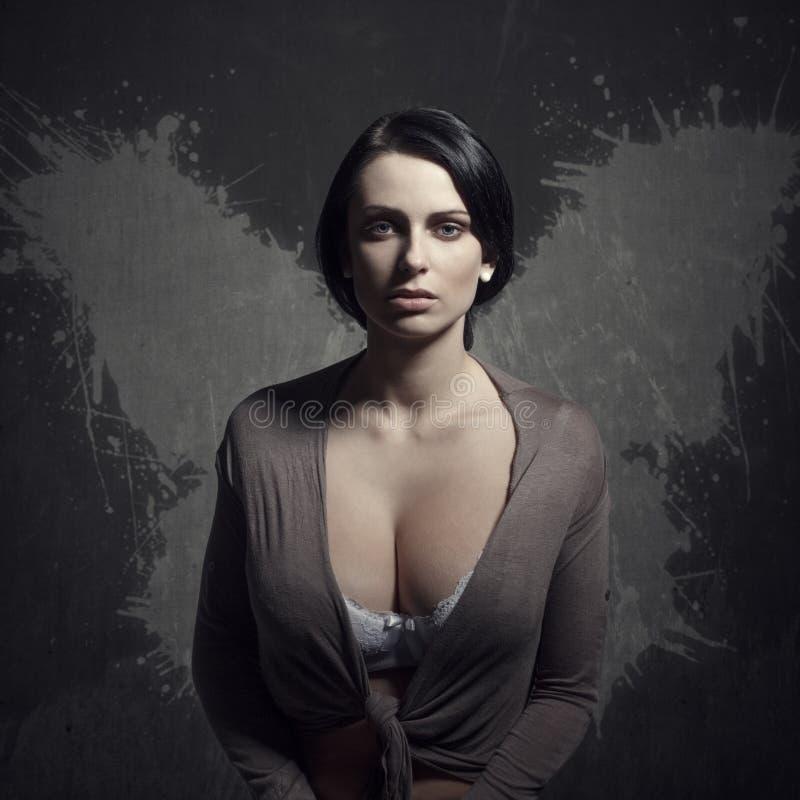 Veronachtzaamde vrouw met vleugels royalty-vrije stock afbeelding