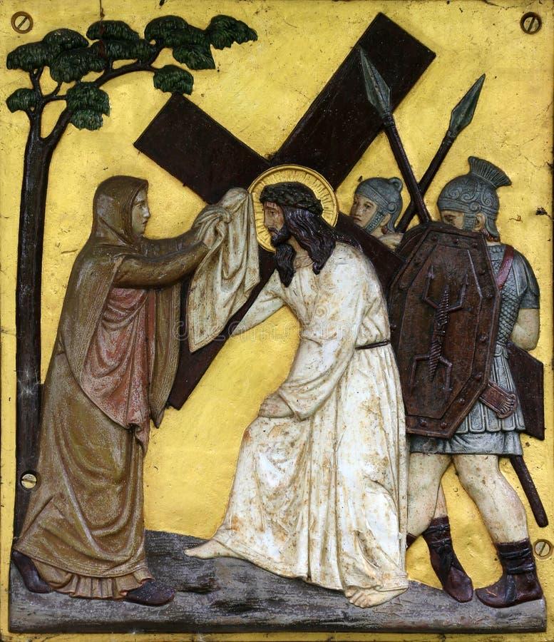 Veronica wischt das Gesicht von Jesus, 6. Stationen des Kreuzes ab stockfotografie