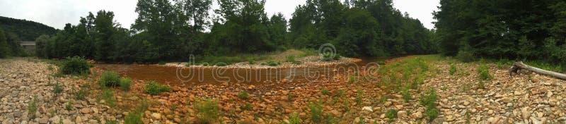 Verontreinigde rivier stock foto