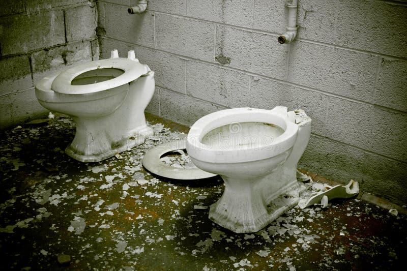 Veroordeelde Gebroken Toiletten royalty-vrije stock fotografie