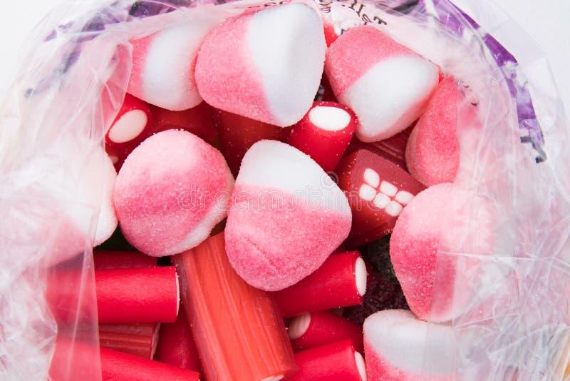 Verpackte Bonbons und Festlichkeiten stockbilder