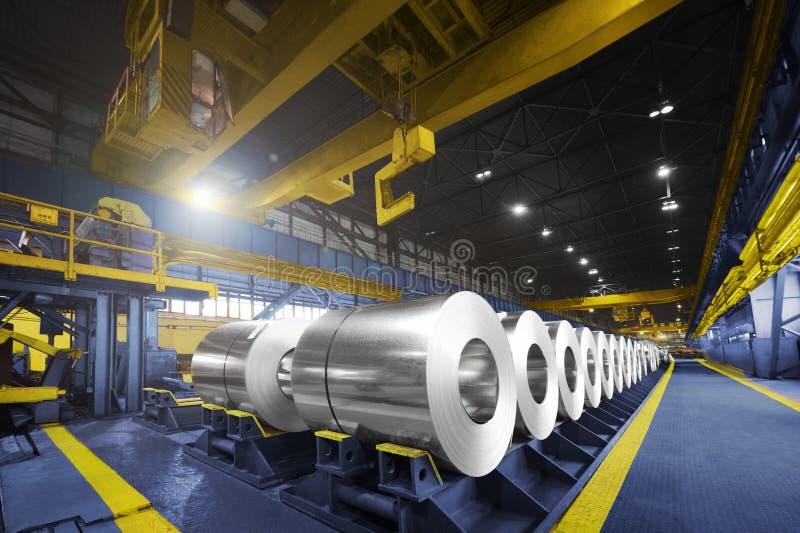 Verpackte Rollen des Stahlblechs, kaltgewalzter Stahl umwickelt lizenzfreie stockfotografie