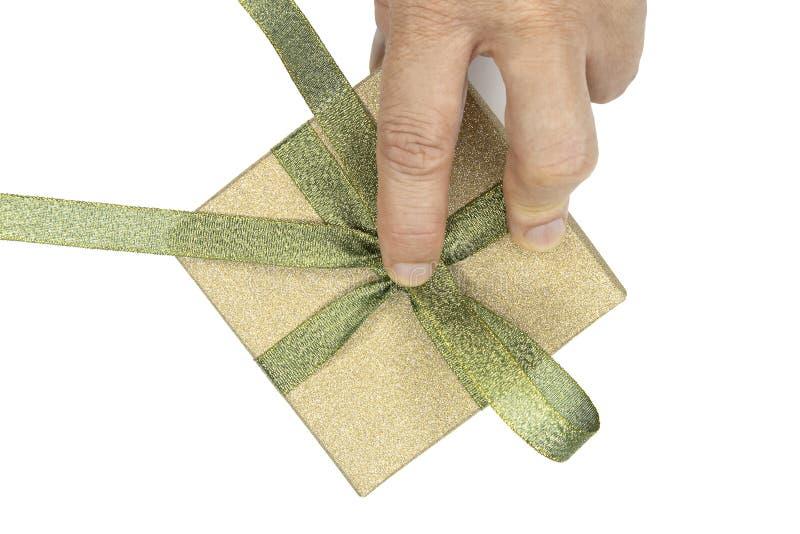 Verpackung einer Geschenkbox lizenzfreie stockfotos