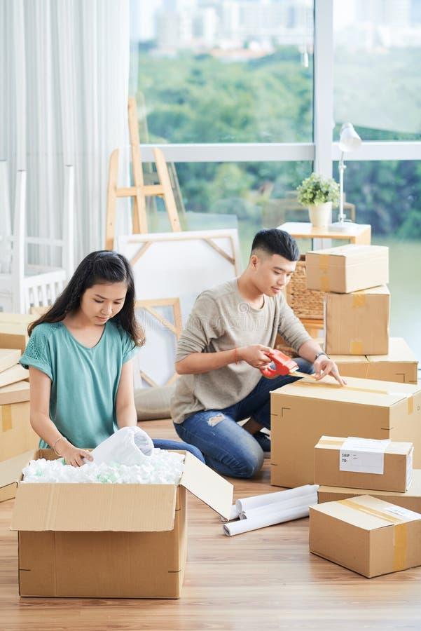 Verpakkingspaar stock foto's