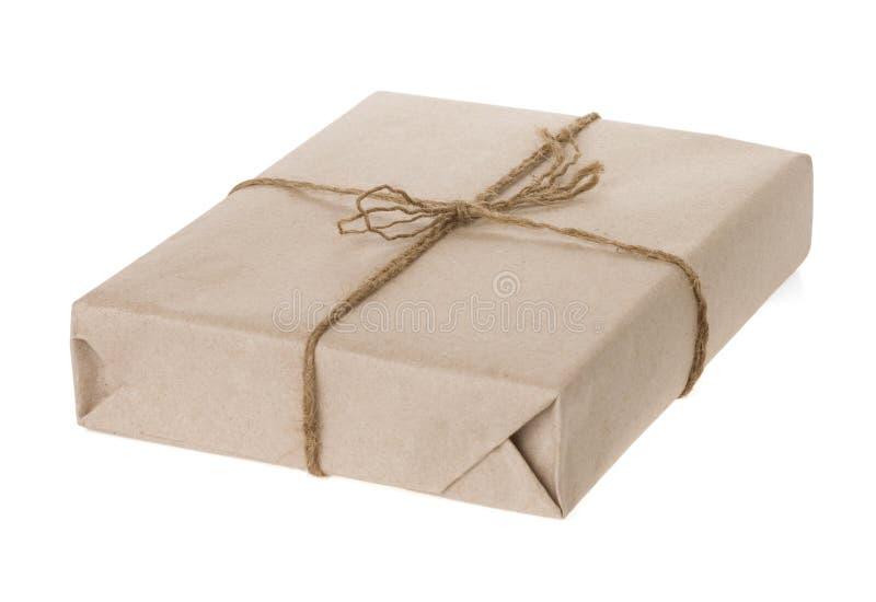 Verpakt pakket dat op witte achtergrond wordt geïsoleerda royalty-vrije stock afbeeldingen