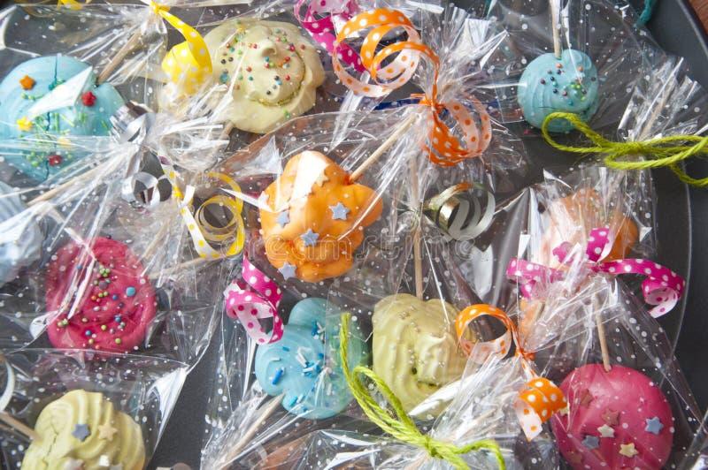 Verpakt suikergoed met transparante cellofaanachtergrond stock foto