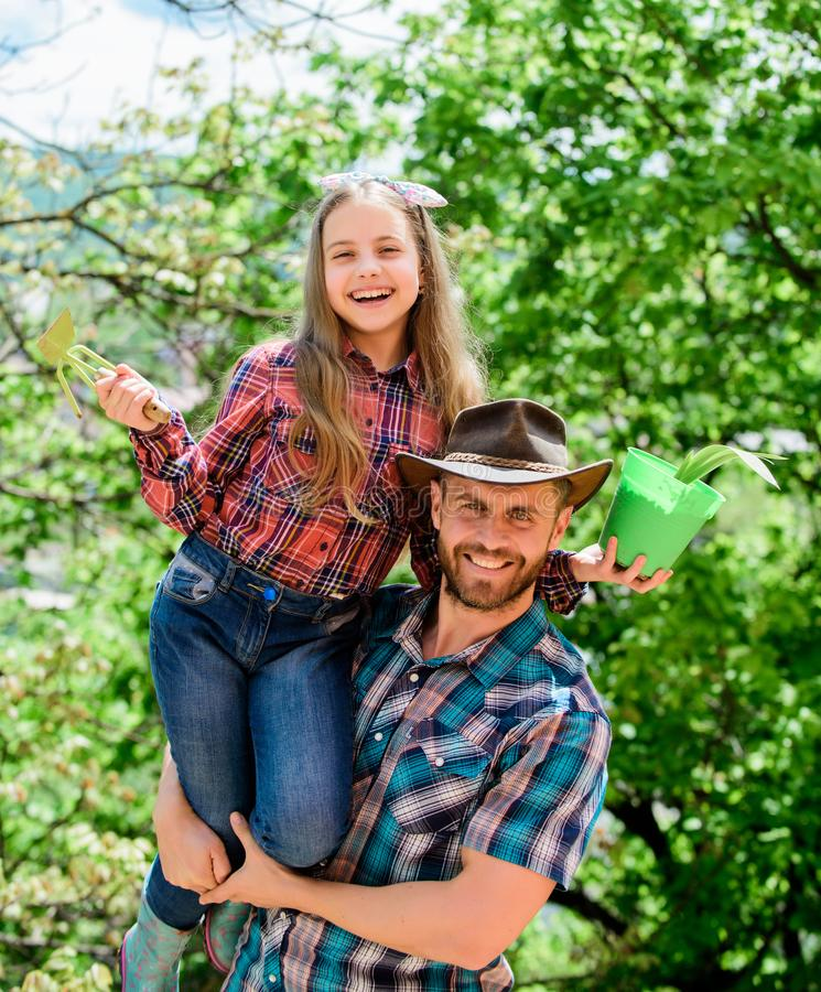 Verpflanzungsgem?se von der Kindertagesst?tte oder von der Gartenarbeitmitte Halten Sie Garten instand Pflanzen der Blumen Famili stockfoto