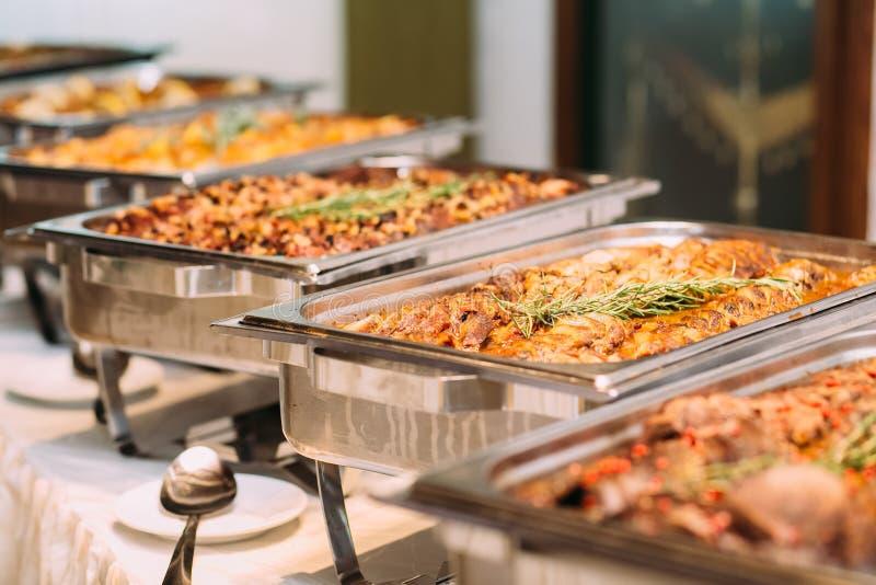 Verpflegungs-Lebensmittel-Hochzeitstafel lizenzfreie stockfotos