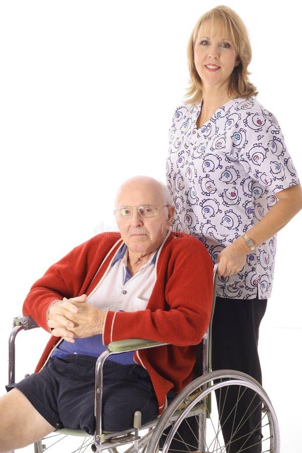 Verpleegster met bejaarde patiënt stock afbeeldingen