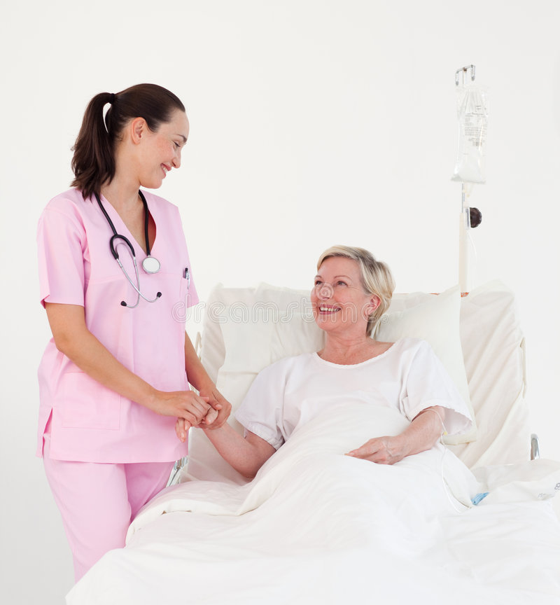 Verpleegster met een bejaarde patiënt royalty-vrije stock afbeelding