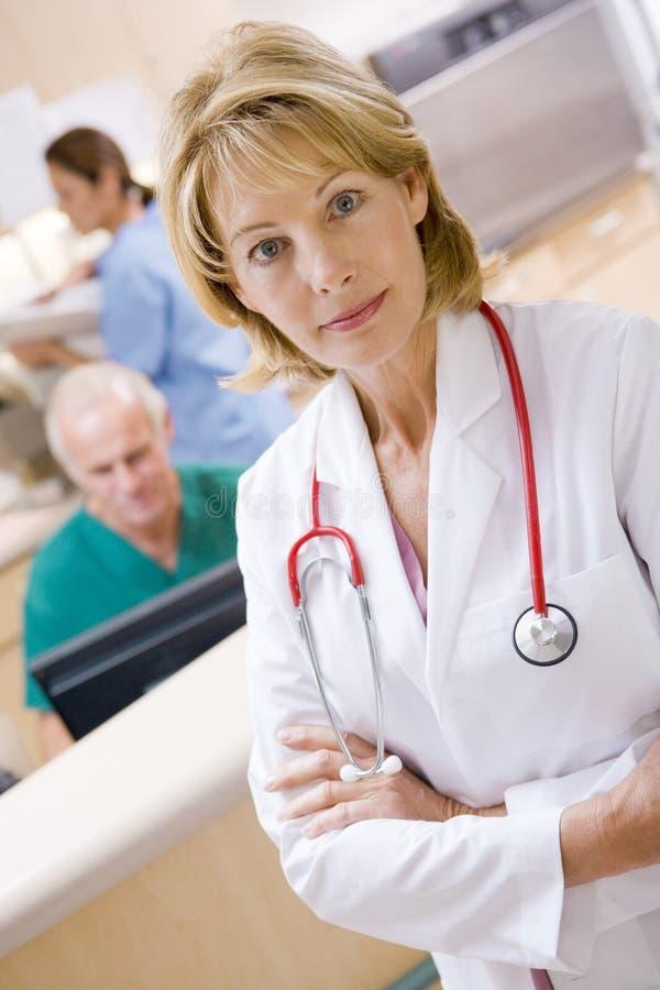 Verpleegster op het Gebied van de Ontvangst van het Ziekenhuis royalty-vrije stock afbeeldingen