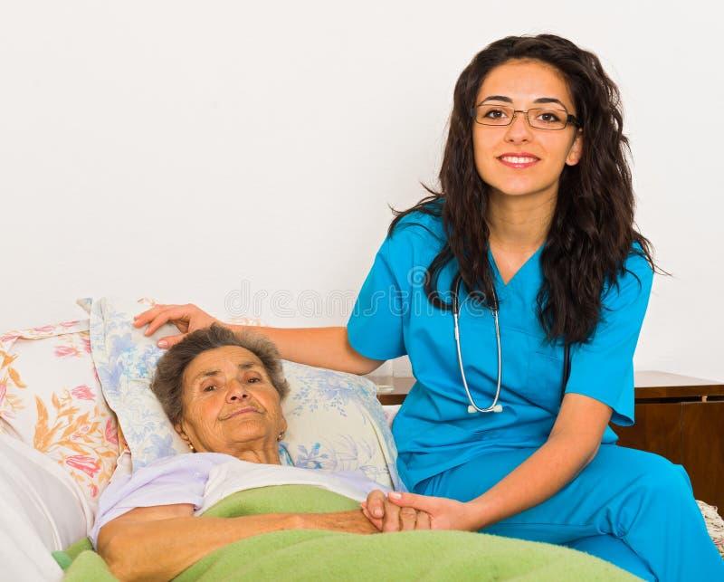 Verpleegster thuis stock afbeelding