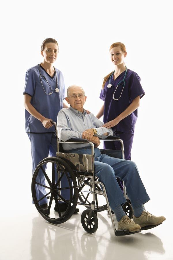 Verpleegsters met patiënt royalty-vrije stock foto