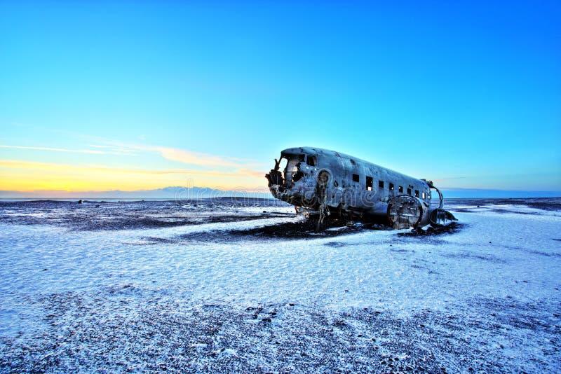 Verpletterd Vliegtuig op het Zwarte Zandstrand, IJsland royalty-vrije stock foto's