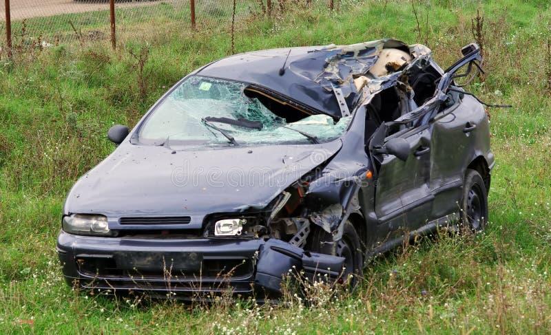 Verpletterde auto stock afbeeldingen