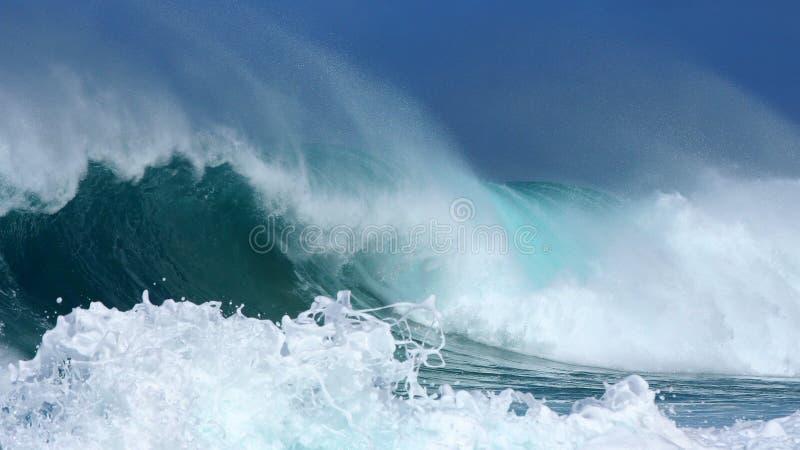 Verpletterende golven royalty-vrije stock foto's