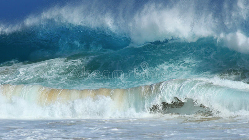 Verpletterende golven, Zandig strand, Hawaï royalty-vrije stock afbeeldingen