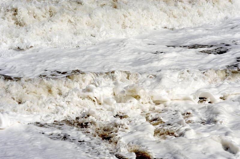 Verpletterende horizontale golven stock foto