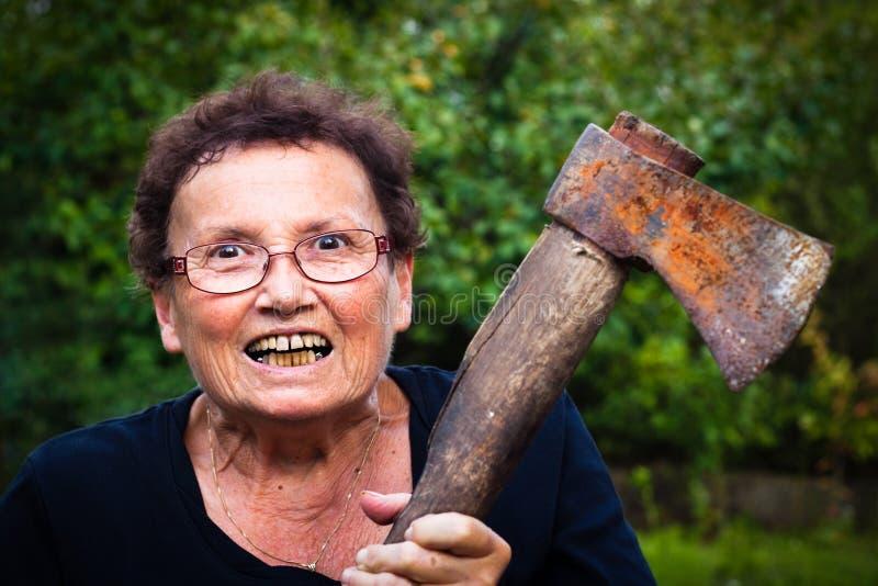 Verrückte ältere Frau lizenzfreie stockbilder