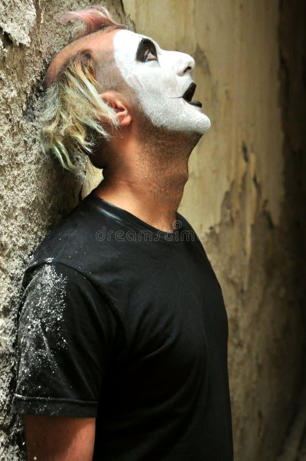 Verrückte Mannnahaufnahme in einem Irrenhaus in Italien lizenzfreies stockbild