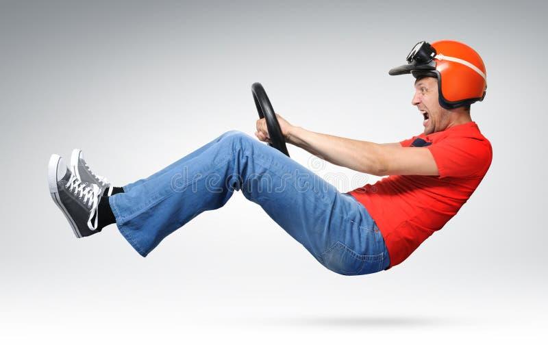 Verrückter Selbsttreiber mit dem Lenkrad stockfotografie