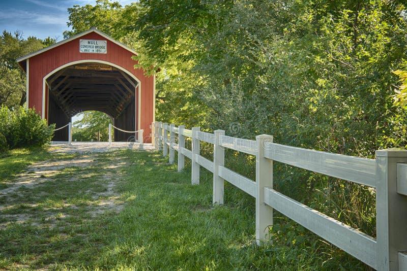 Verrühren Sie überdachte Brücke stockfotografie