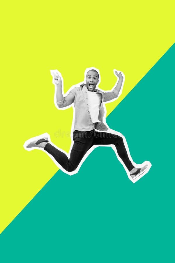 Verr?cktes flippiges des Portr?ts springt er sein er Kerl zuf?llige Hemdjeans des futuristischen stilisierten Illustrationsentwur stockbild