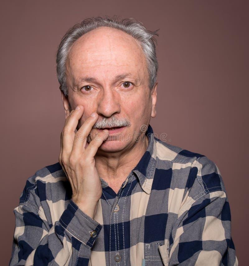 Verraste bejaarden stock fotografie