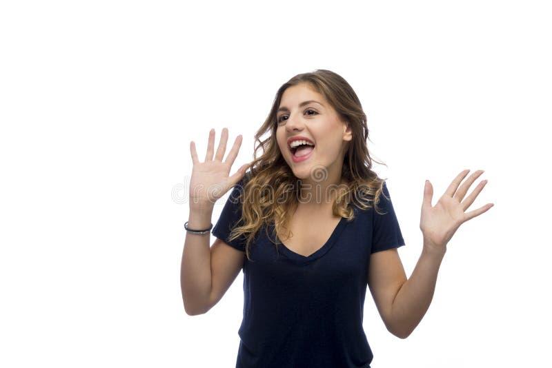 Verraste jonge mooie die vrouw, op witte achtergrond wordt geïsoleerd stock afbeelding