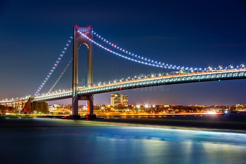 Verrazzano estrecha el puente por noche imágenes de archivo libres de regalías