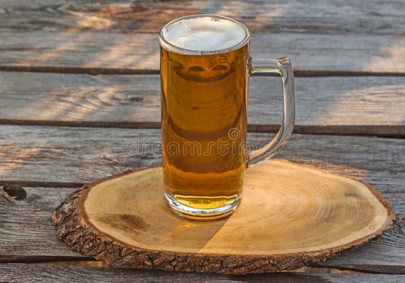Download Verre de bière photo stock. Image du gourmet, boisson - 77154592