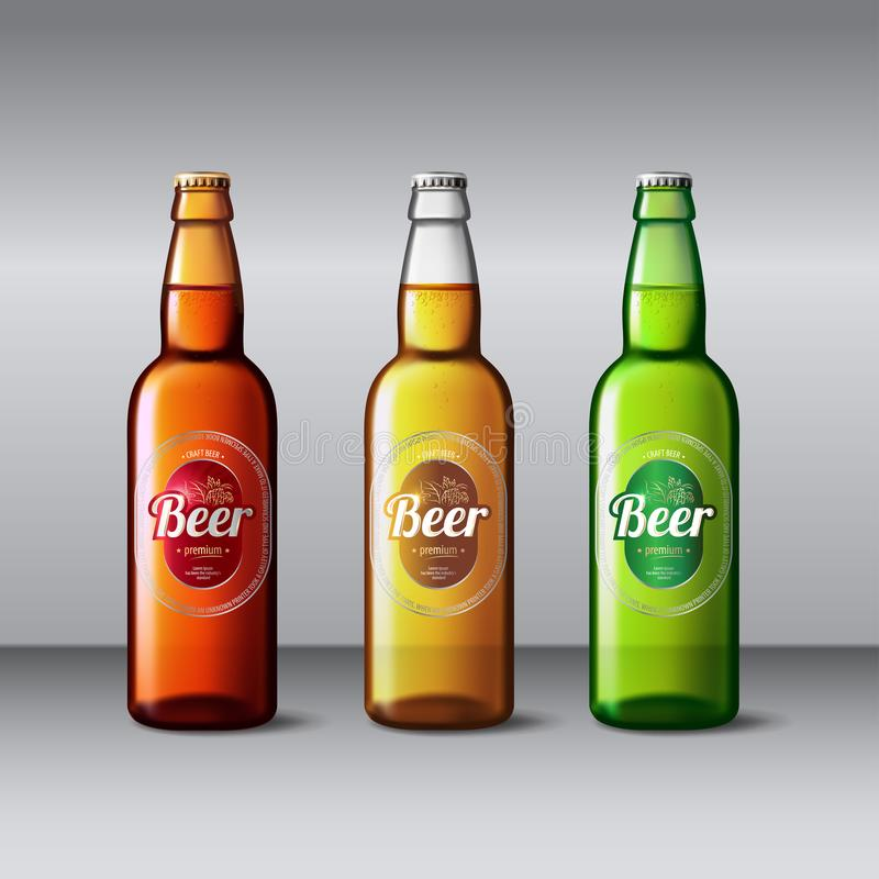 Verre de bouteille à bière Maquette d'emballage de vecteur avec la bouteille réaliste illustration stock