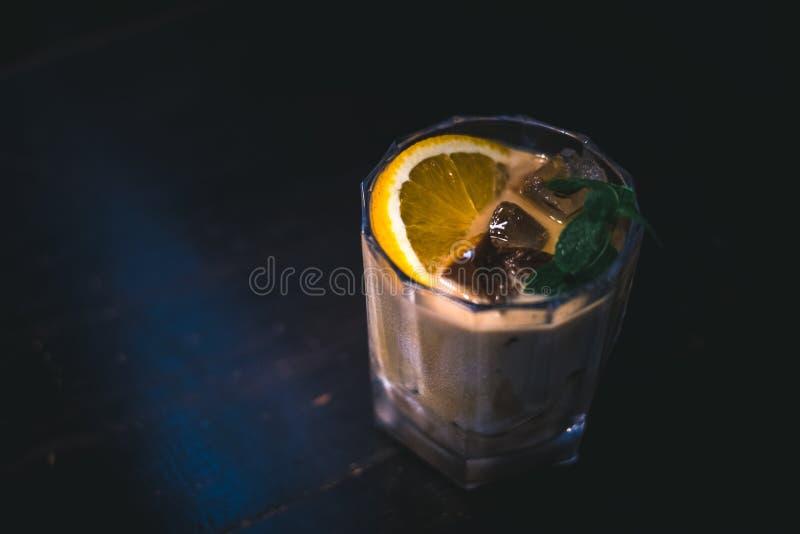 Verre de cocktail d'agrume de café photos libres de droits