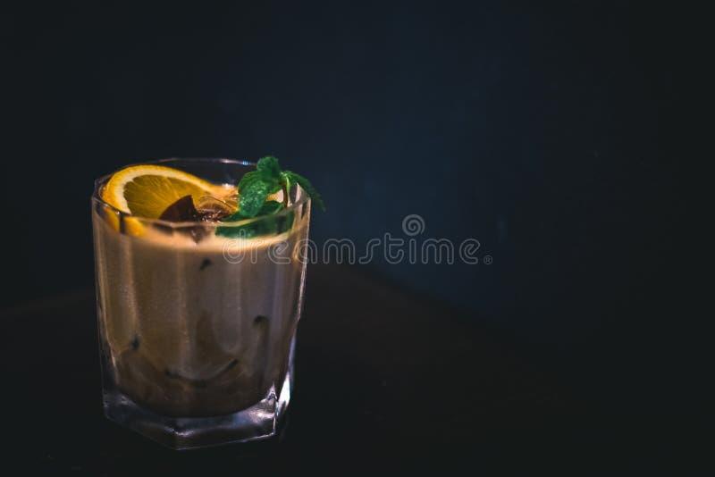 Verre de cocktail d'agrume de café photographie stock